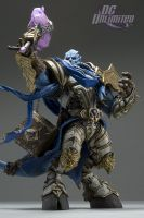 DC Unlimited: World of Warcraft: Series 2: DRAENEI PALADIN: VINDICATOR MARRAD Deluxe Collector Figure